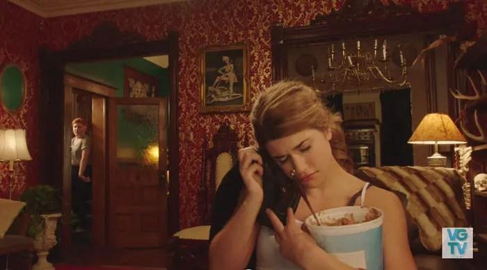 Laura comiendo helado