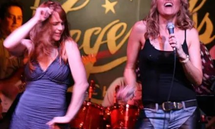 Fotos de Lucy Lawless en su concierto en Chicago