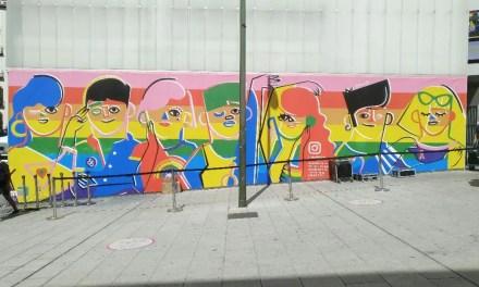 ¡Instagram celebra el Orgullo LGBT con un mural super lesbicanario en Madrid!