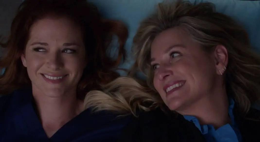 April y Arizona sonriendo
