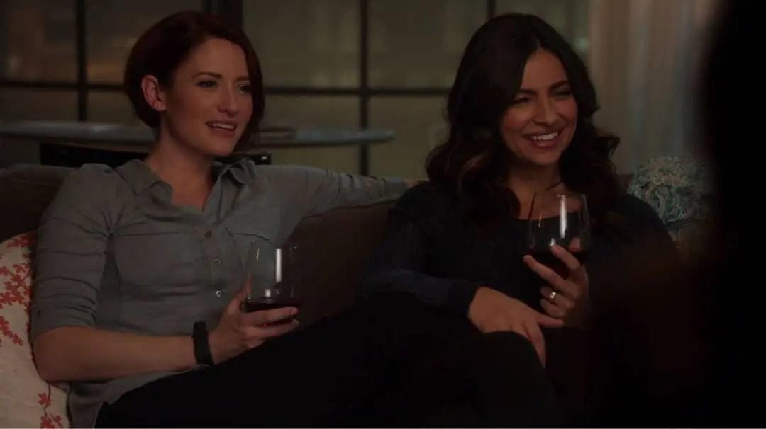 Alex y Maggie en el sillón