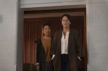 Eve (Sandra Oh) y su superior Carolyn Martens (Fiona Shaw)