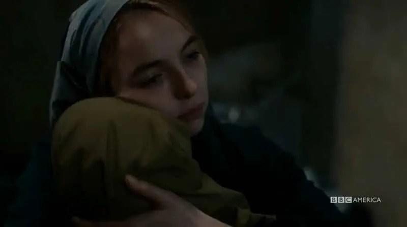 Villaneve abrazando a Nadia antes de matarla