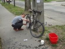 Entretien des vélos plutôt nécessaire pour décrasser tout ça!