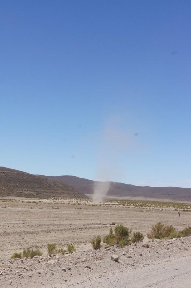 Une des nombreuses tornades de poussière qui nous entourent