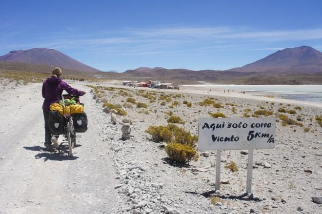 """Les boliviens aussi ont le sens de l'humour : """"ici ne court que du vent 5km/h"""""""