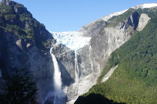 Ventisquero Colgante, le glacier suspendu