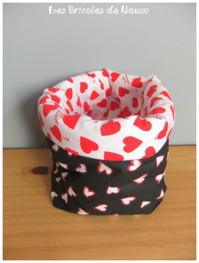 Grand panier range tout blanc, noir et rouge à coeur