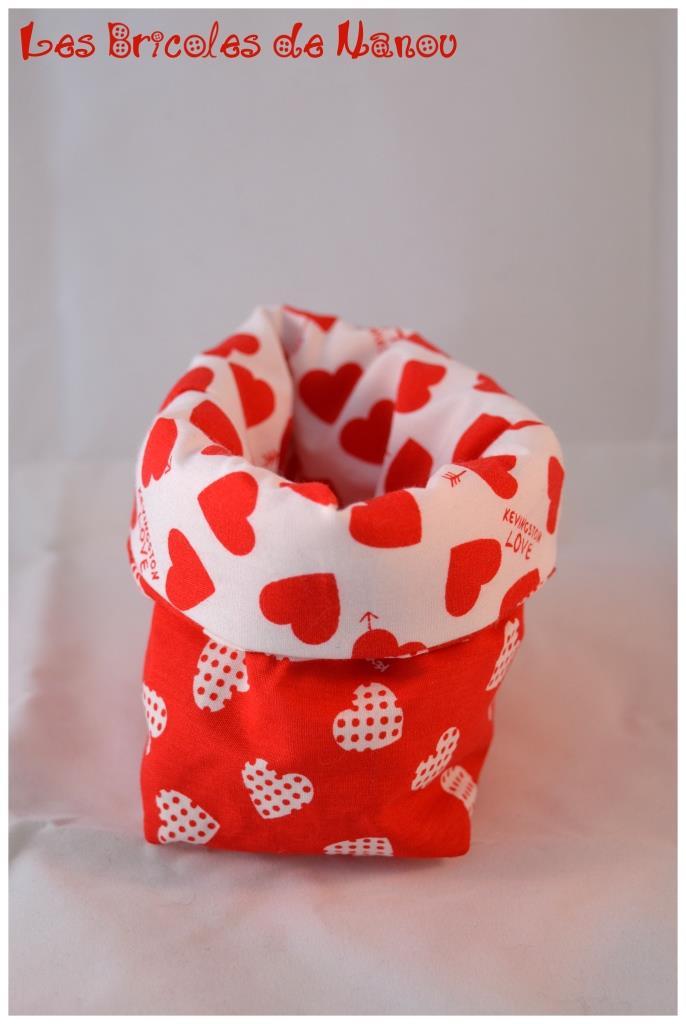 Petit panier range tout rouge et blanc à coeur