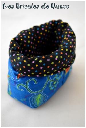 Lingettes démaquillantes et panier bleu et noir