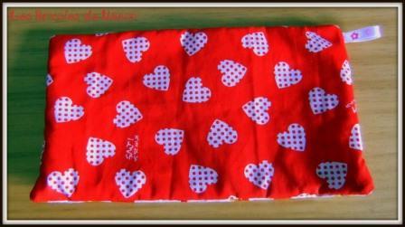 Porte monnaie rouge à coeurs blancs et à fleurs