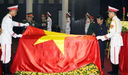 557210-photo-fournie-par-l-agence-de-presse-vietnamienne-montrant-le-cercueil-du-general-vo-nguyen-giap-rec