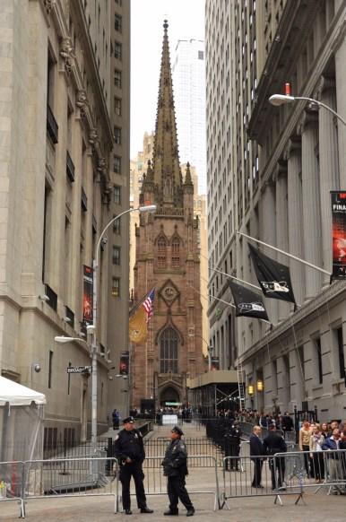 Trinity Church entre les buildings