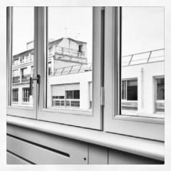 Déménagement dans de nouveaux bureaux, à côté de la fenêtre. :) #100happydays