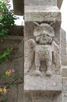 Hiboux sculpté dans le granit
