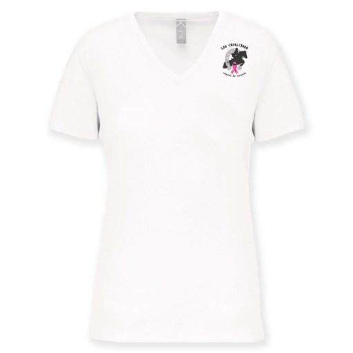 Tee-shirt femme blanc, col en V, aux couleurs des Cavalières contre le Cancer.