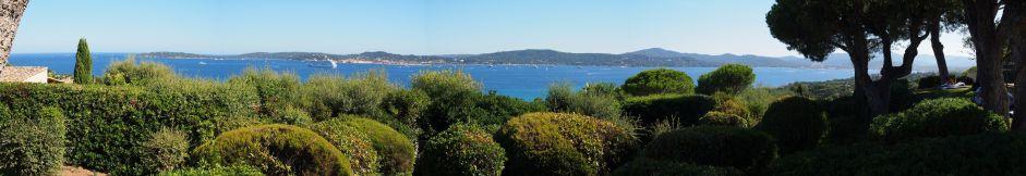 """Baie de St Tropez depuis la piscine : """"Quel courage de partir comme cela à vélo en famille ..."""""""