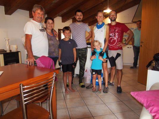 Avec Dino et sa famille