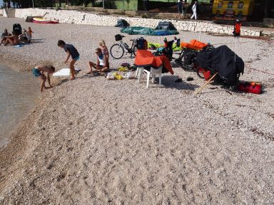 Pique-nique séchage à la plage de Primosten