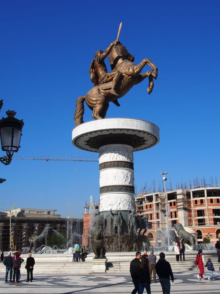 A Skopje, on aime les grandes statues !