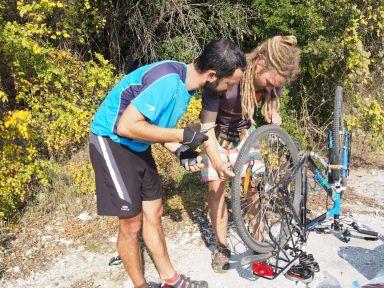 Les pneus de Pablo sont moins solides que les nôtres...