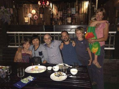 Photo souvenir avec Da et Steve à Chachoengsao