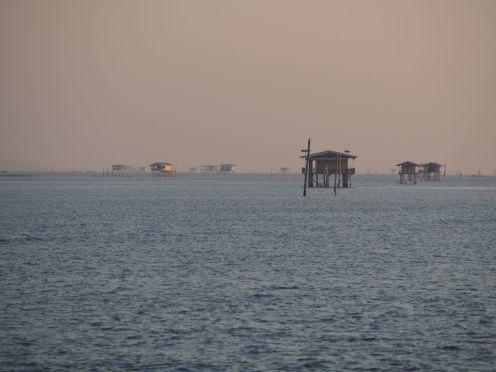 Cabanes de pêcheurs dans le golfe de Thaïlande