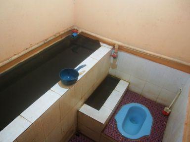 Salle de bain spartiate