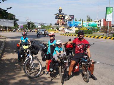 Départ de Battambang (devant le Bouddha noir)