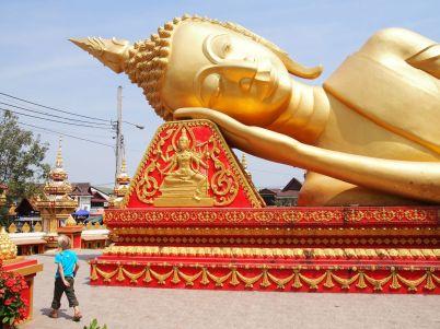 Un immense Bouddha couché