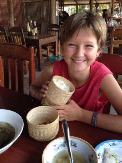 Inès aime beaucoup le riz collant laotien