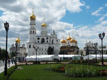 les églises avec leurs magnifiques domes