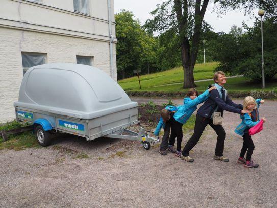Mais que transportent les Finlandais dans leurs carrioles ??? Ils en ont tous une !