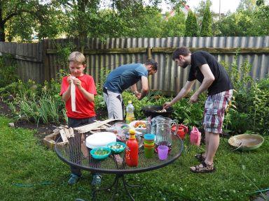 Un barbecue pour mid-summer chez Jaanika et Kau