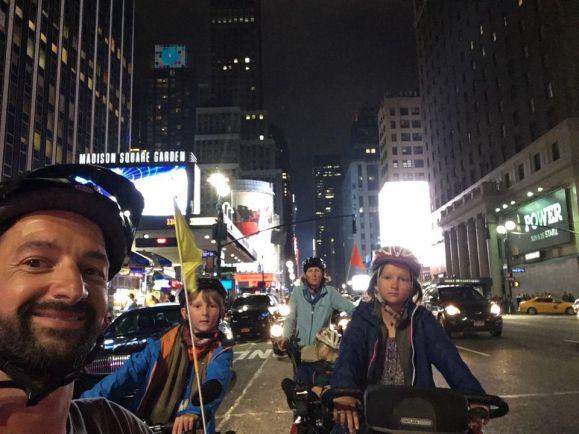 Les Cham à vélo dans la fournaise New Yorkaise