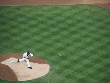 En résumé le jeu, c'est un gars qui lance la balle...