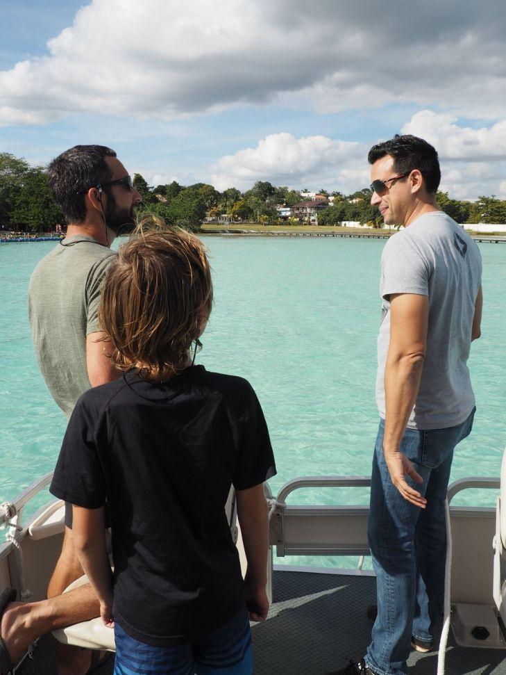 Nous apprenons beaucoup. Ici avec Enrique.
