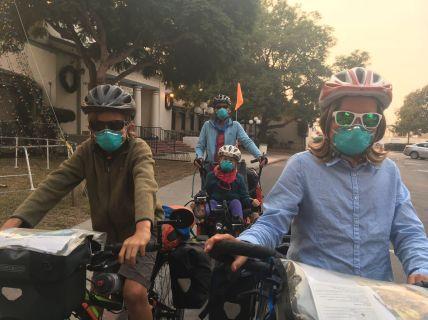 ...masque de rigueur en raison de la fumée des incendies