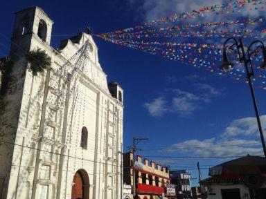 C'est Dimanche, passage à l'église d'Ocosingo.