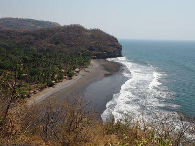 De belles plages de sable noir