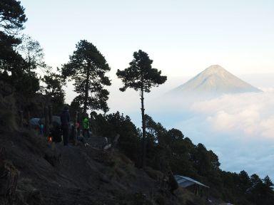 voici le camp de base sur le flanc du volcan