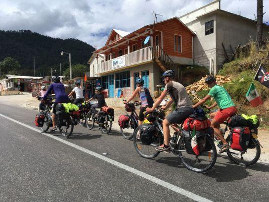 A 9 cyclos sur la route