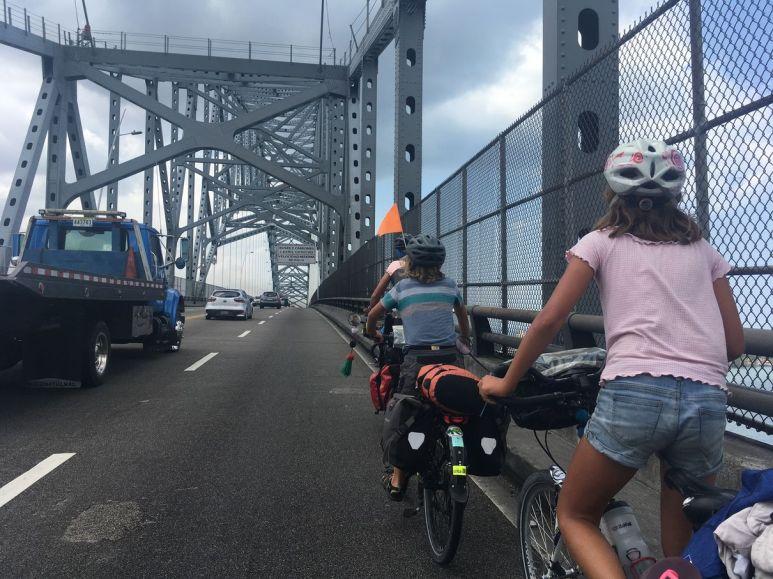 Nous traversons le pont des Amériques au dessus du canal