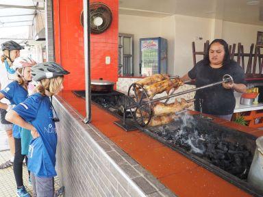 Avant de quitter la Colombie nous découvrons nos premiers cochons d'inde à la broche ...