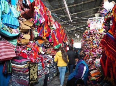 Ici, comme à Cusco ou dans tous les sites touristiques il y a beaucoup d'artisanat