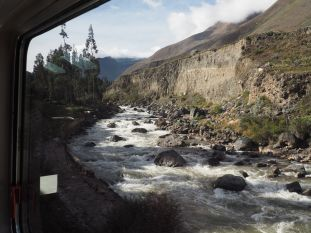 Nous longeons la rivière Urubamba