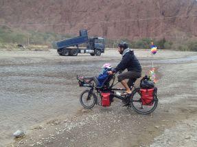 Et voilà maintenant c'est l'heure du passage de la rivière avec ses nombreux gués !