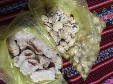Macas soufflés et pop-corn local: minimum 2 sacs par jour.