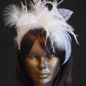 Parure de tête mariage plumes blanches - 65€