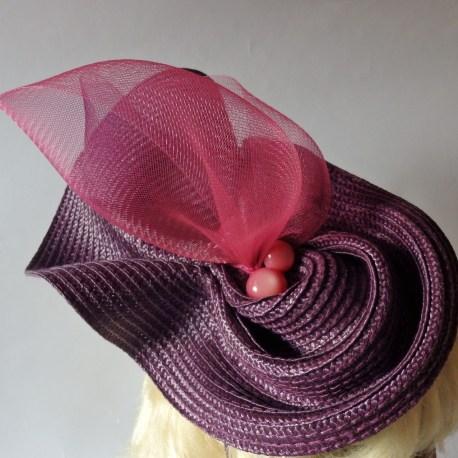 parure de tête violette avec perles